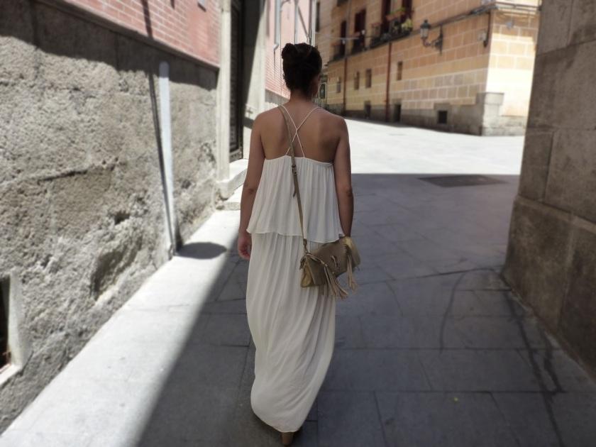 vestido blanco con volantes moda street style fashion madrid