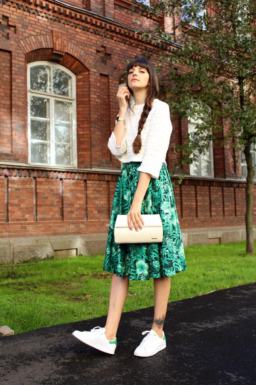 pazhalabirodriguez-fashion-blog-midi-skirt-cropped-top-white-sneakers-04
