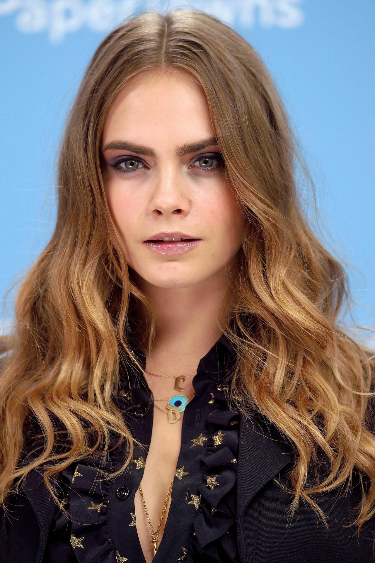 Cara-Delevingne-Vogue-3Jul15-Getty_b