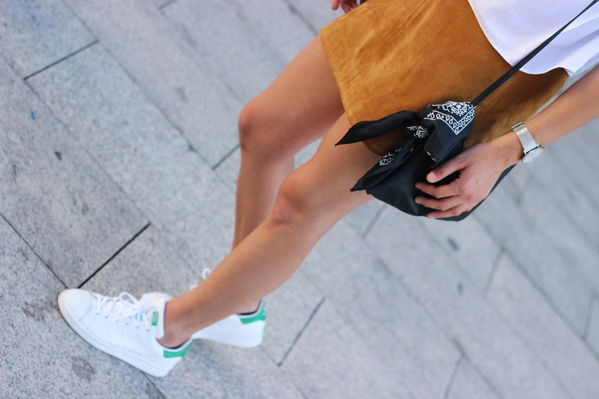 Fashion-snapshots-fashion-blogger-bilbao-blogger-moda-bilbao-suede-camel-zara-skirt-adidas-stan-smith-rayban-bandana (1)