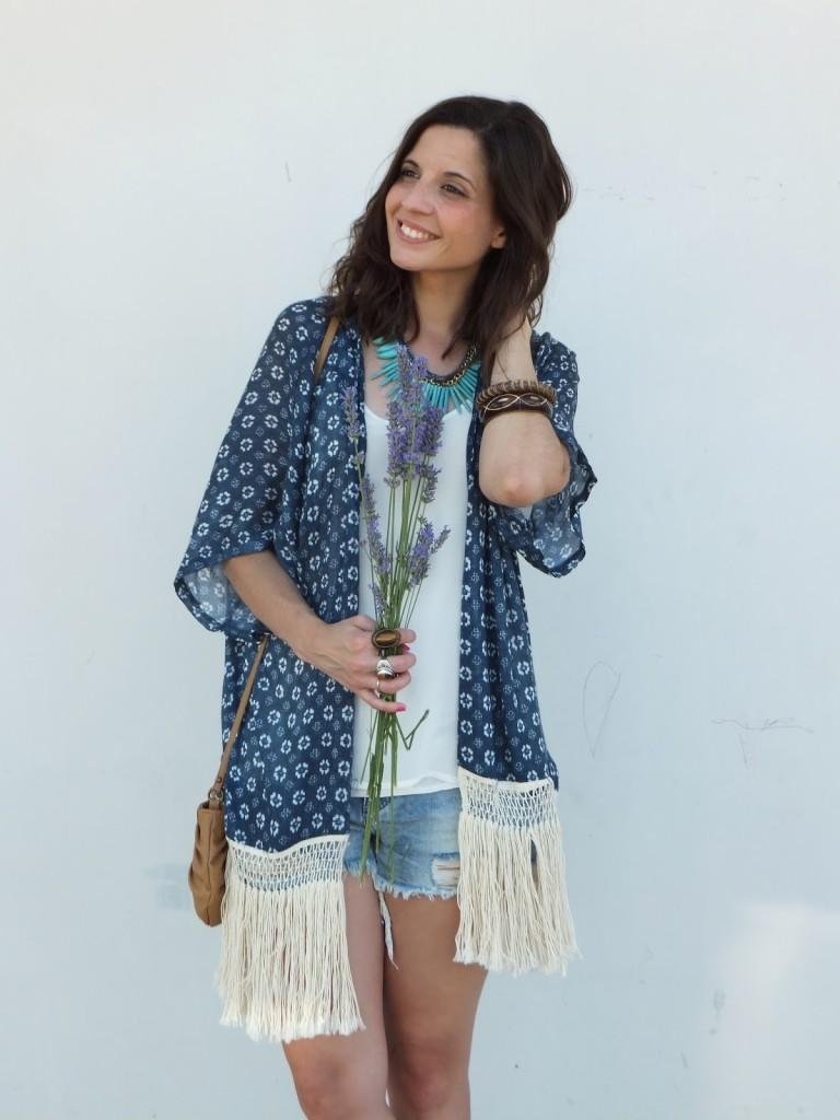 kimono-de-zara-look-bohemio-hippie-chic-boho-sandalias-lavanda-flores-ideas-para-vestir-fashion-blogger-spanish-blogger-Spain-España-BArcelona-Madrid-Zaragoza-6-768x1024