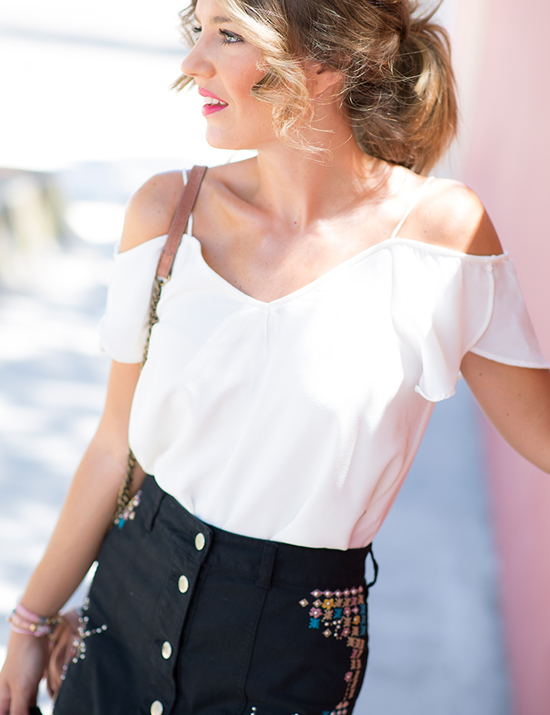 blusa-blanca-con-hombros-descubiertos-mi-aventura-con-la-moda_5155_1