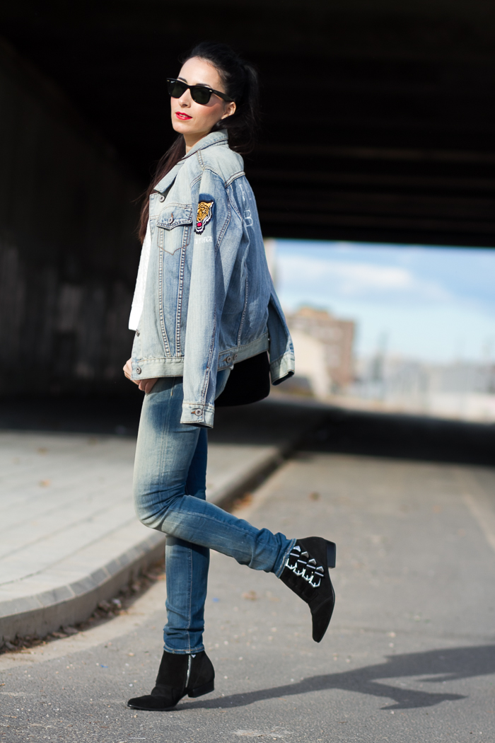img_2533-denim-on-denim-distressed-jeans-monie-meltin_pot-push_up-bottom-casual-look-rock-touch-top-european-fashion-bloggers
