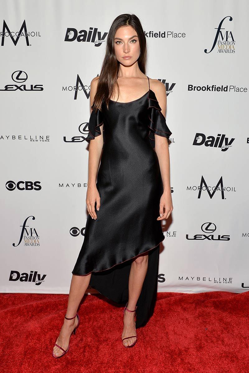 premios_fashion_media_awards_nueva_york_emily_ratajkowski_801014508_800x