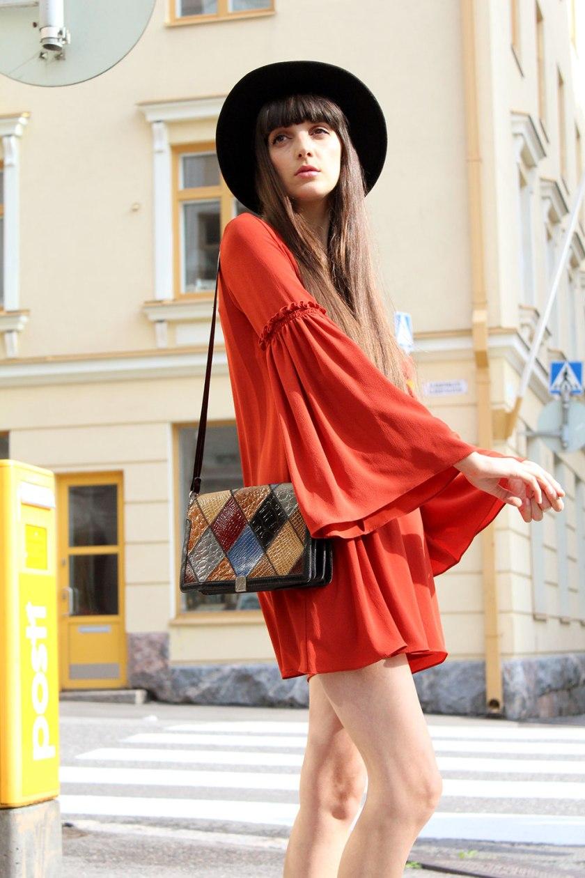 pazhalabirodriguez-fashion-blog-flared-sleeve-dress-granny-shoes-02