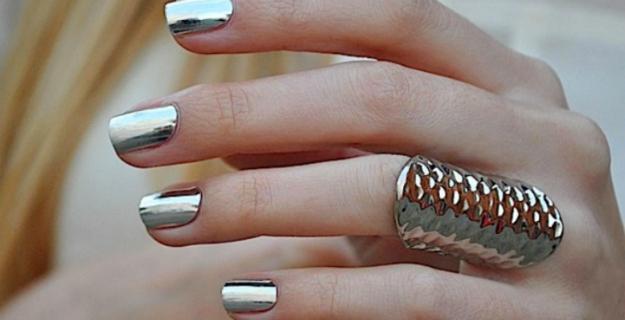 chrome-nails-fashion-diaries