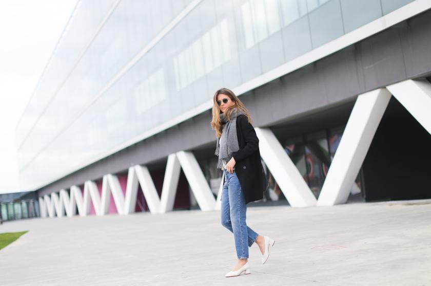 clochet_streetstyle_acnestudios_pop_jeans_mansurgavriel_bucket_bag_granny_shoes-4