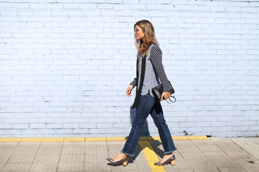 clochet_streetstyle_cropped_flare_jeans_isabel_marant_silk_shirt_granny_shoes-8