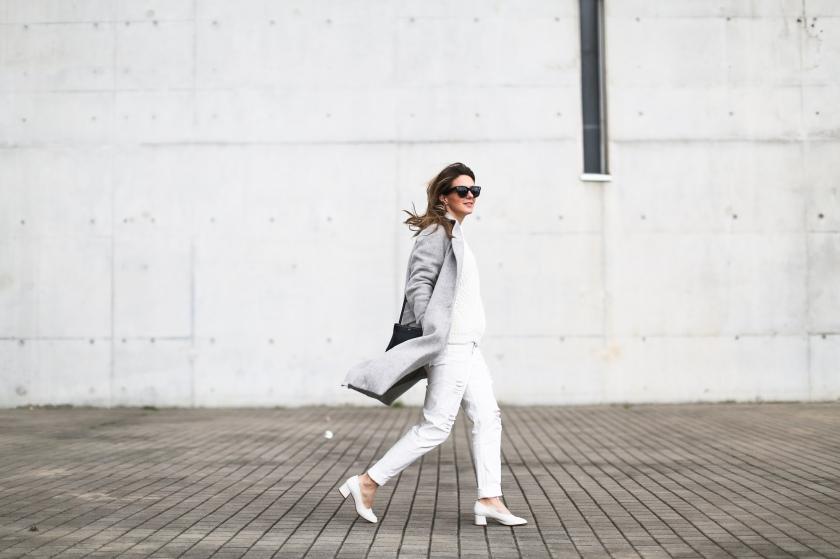 clochet_streetstyle_wool_long_grey_coat_zara_white_leather_granny_shoes-4