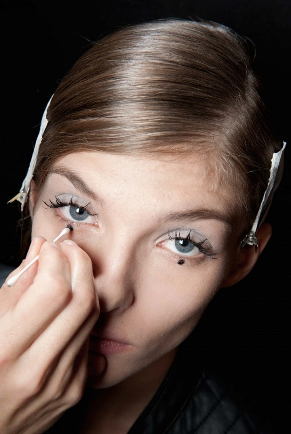 under-eye-dots-makeup2