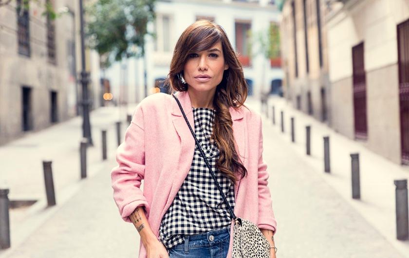 street-style-leonce-shop-zara-pink-coat-hakei-boots-denim-jeans-10