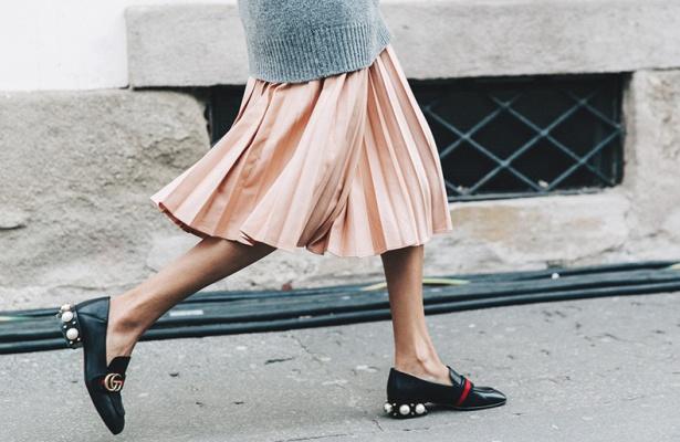 Milan_Fashion_Week_Fall_16-MFW-Street_Style-Collage_Vintage-Gucci_Flats-Pearls-Pleated_Midi_Skirt-2